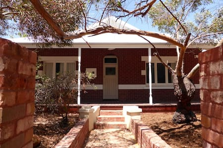 Classic East Fremantle Character Home close to bus - East Fremantle - Dům