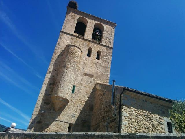 """Iglesia de Braojos, llamada también """"Catedral de la Sierra Norte"""" por su impresionante porte"""