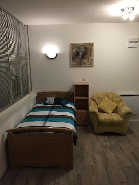 Studio 1 meublé situation idéale.