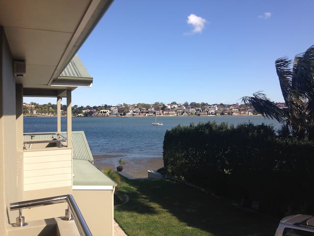 Modern Waterfront Flat, Kogarah Bay - Sans Souci - Apartment