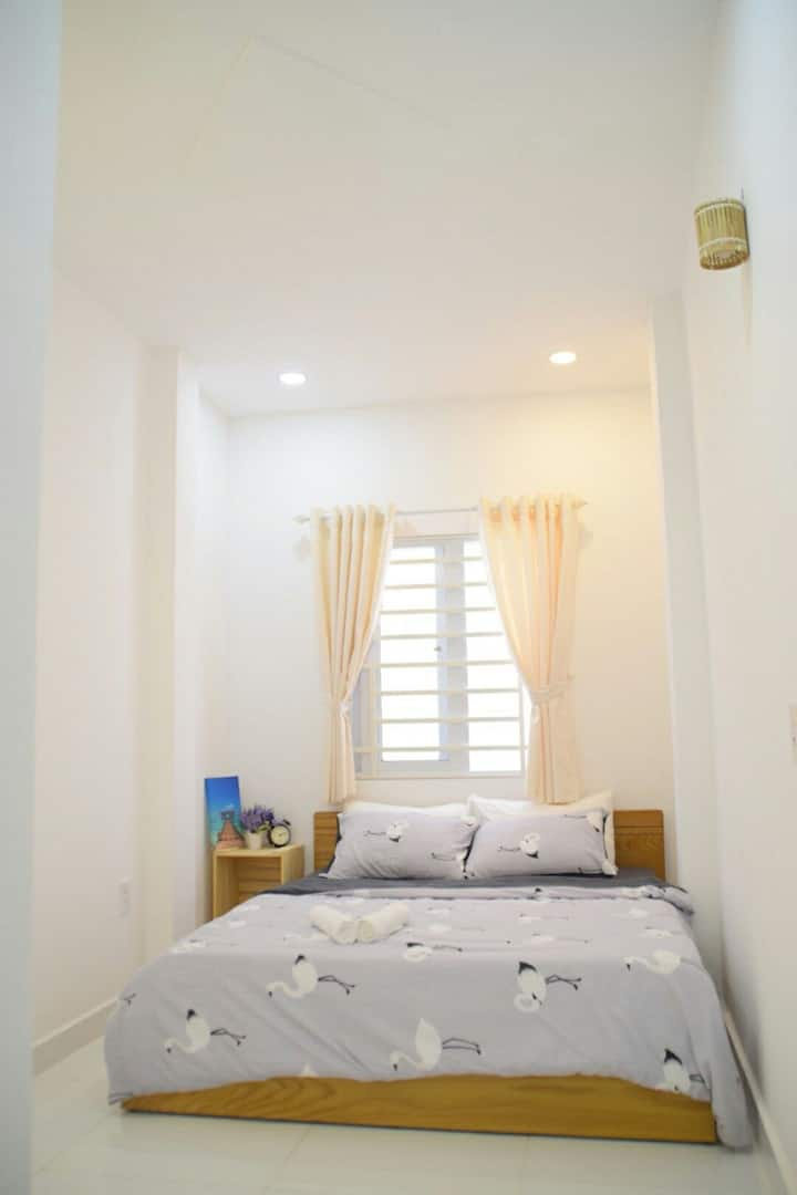 H Best hostel, simple room on Pham Ngu Lao street