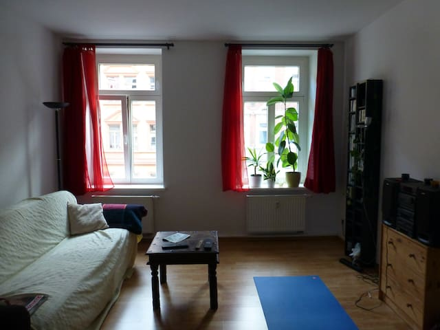 Light and tidy room in a nice flat with balcony - Lipsia - Bed & Breakfast