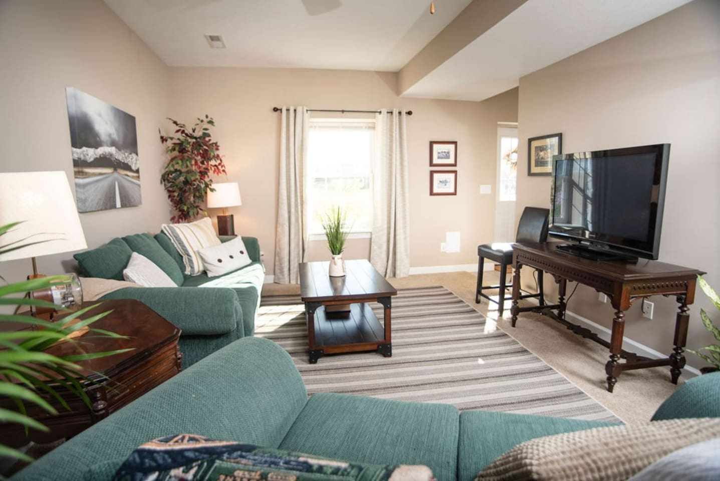 Comfortable living area w/ tv, Dish Network, sofa & loveseat