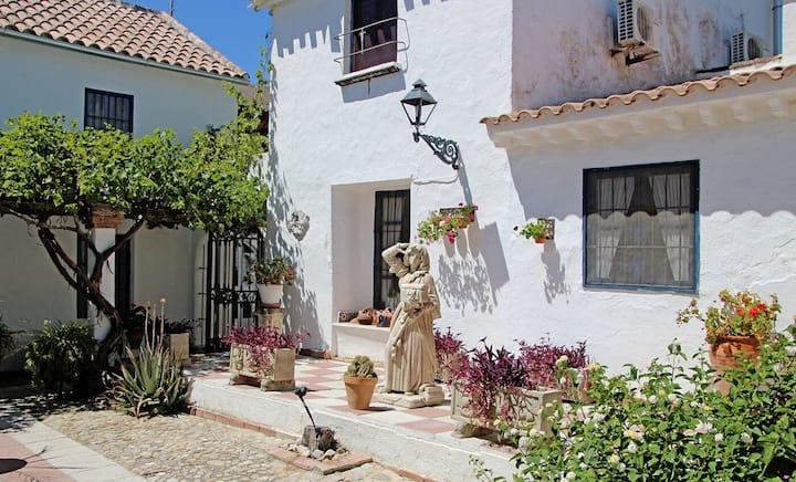 Amazing 4-Bed House in Fuente-Tójar