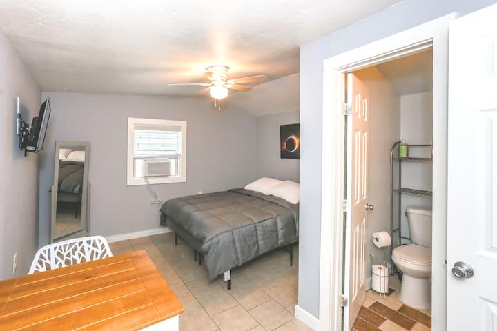 Quaint studio apartment, great for 2 people.