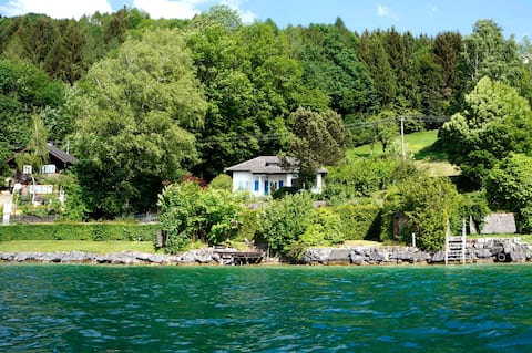 Feriehus med charme og svømmeplads på Lake Attersee