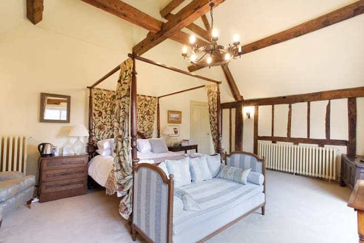 Garden Bedroom, Harlington Manor