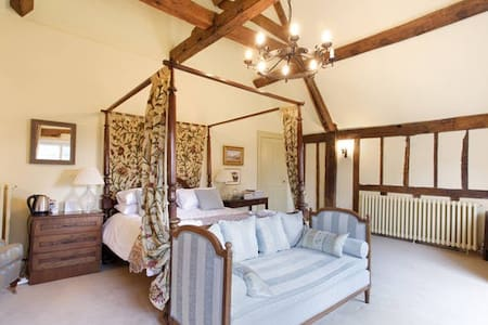 Garden Bedroom, Harlington Manor - Harlington