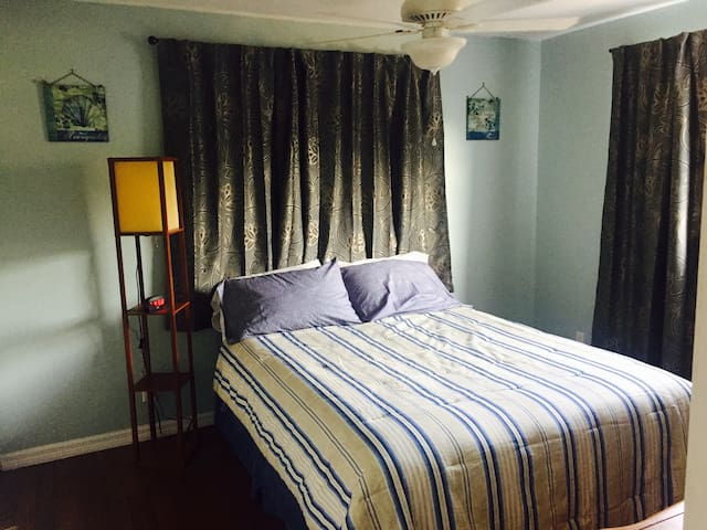 Queen size room South Fort myers english/french