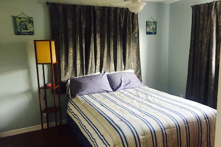 Queen size room South Fort myers english/french - Fort Myers - Rumah