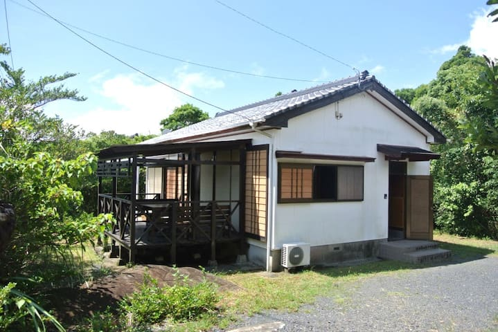 Modern Japanese house with a deck and sea views - Yakushima-chō - Rumah
