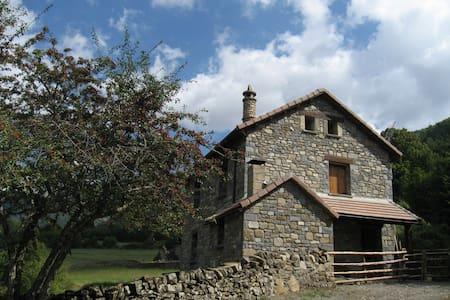 Borda Mateu:  Tu casa rural en plena naturaleza