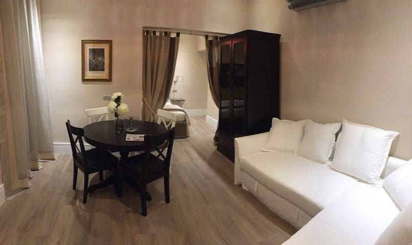 """""""Two Rooms Florence"""" Room One - Florencia - Apto. en complejo residencial"""