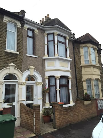 Short term let of lovely double. - London - Rumah