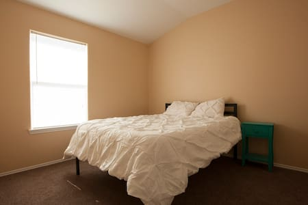 Clean & comfortable place close to the airport! - Humble