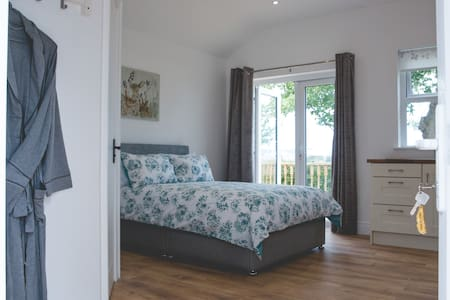 Maurice's Stable - 4* NITB. Sea views / relaxation