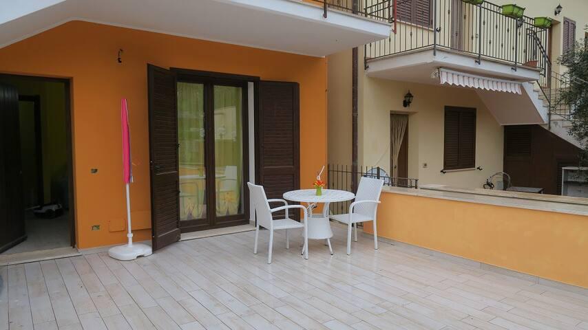 Appartamento con vista mare ,terrazzo e parcheggio