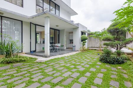 """The """"V"""" - 4 Bedrooms Villa at Sentul City"""