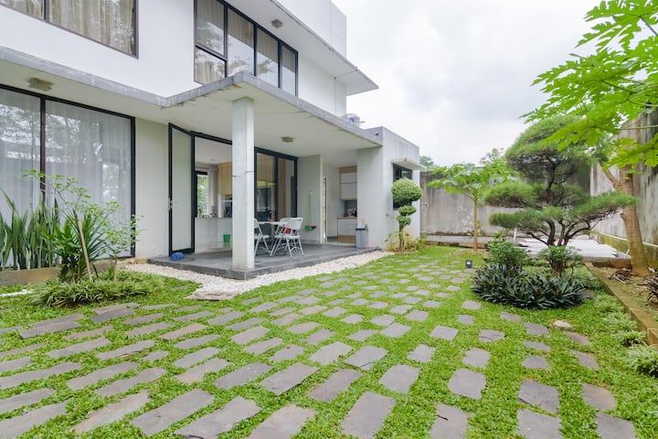 "The ""V"" 4BR with Private pool villa at Sentul City"