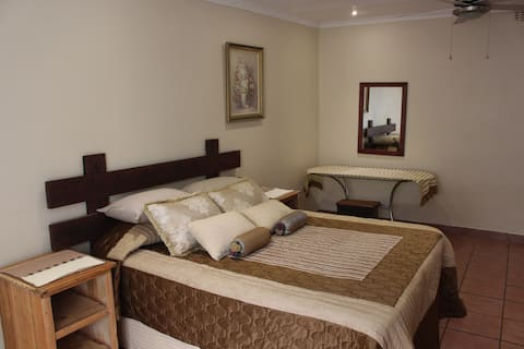 16 Janssens Str, Charming Self Catering Apartment
