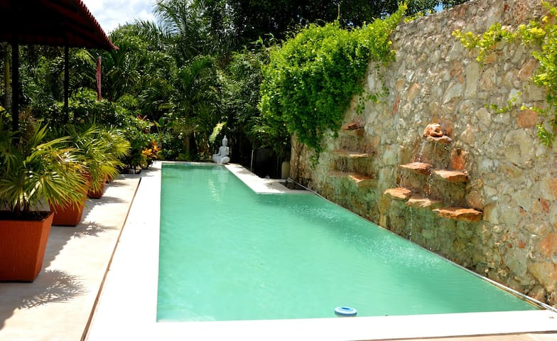 Tropical Home with 45ft Lap Pool and Large Garden - Merida