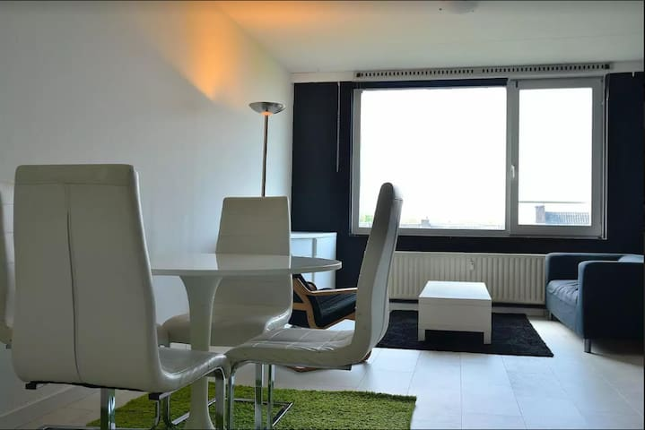 Apartment beside Zuidplein mall and metro station