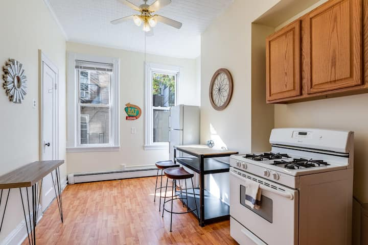 Studio in a Great Location - 15min to NYC