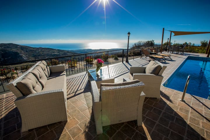 Hills view villa.Private pool and hot tub jacuzzi.