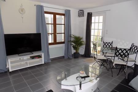 Grand studio avec espace nuit - Appartement
