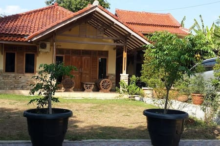 Ottros subang guest house