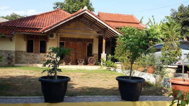 Ottros subang guest house