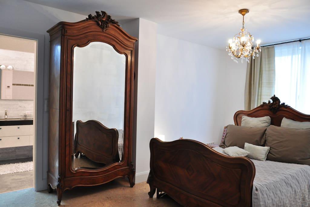 1 von 2 Schlafzimmer mit on suite Bad