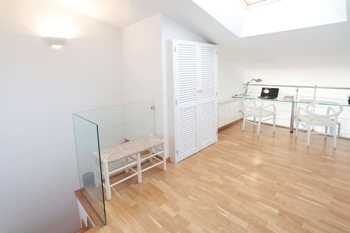 ***** Sunny Penthouse In Old Town - Girona - Apartment