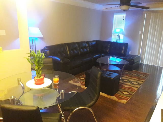 Quite private room and private bath - Warner Robins - Huoneisto