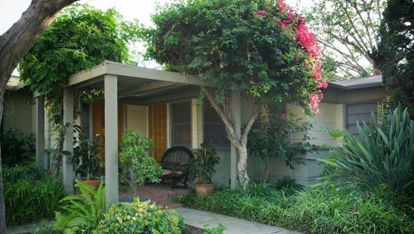 Cute Studio in Quiet Fullerton Neighborhood - ฟูลเลอร์ตัน