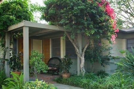 Cute Studio in Quiet Fullerton Neighborhood - Fullerton - Guesthouse
