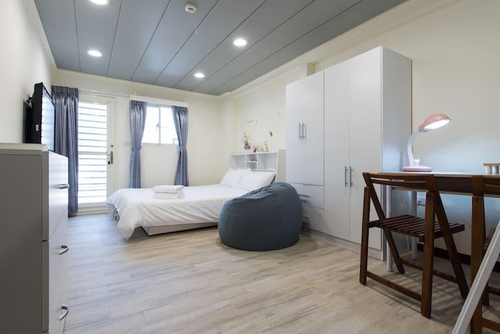 U HOUSE- Super modern, clean, cozy- 5 min MRT walk