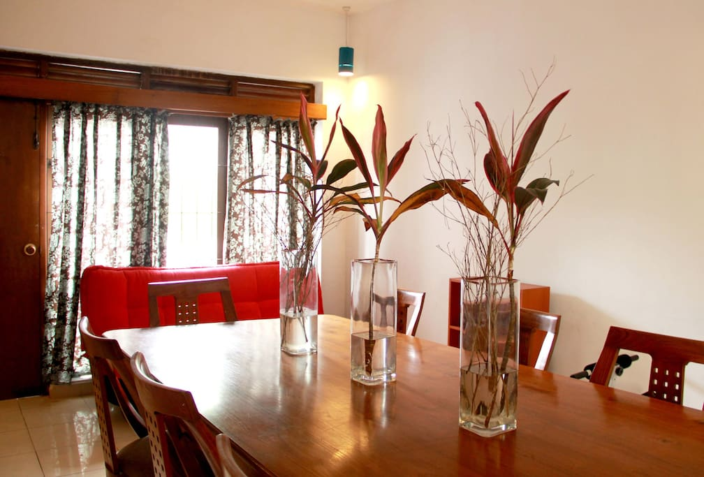 The common dining space seats 8 and is perfect for a large celebration. We also organize Sri Lankan Cooking themed nights on request. This allows you to join the host in preparing an all Sri Lankan