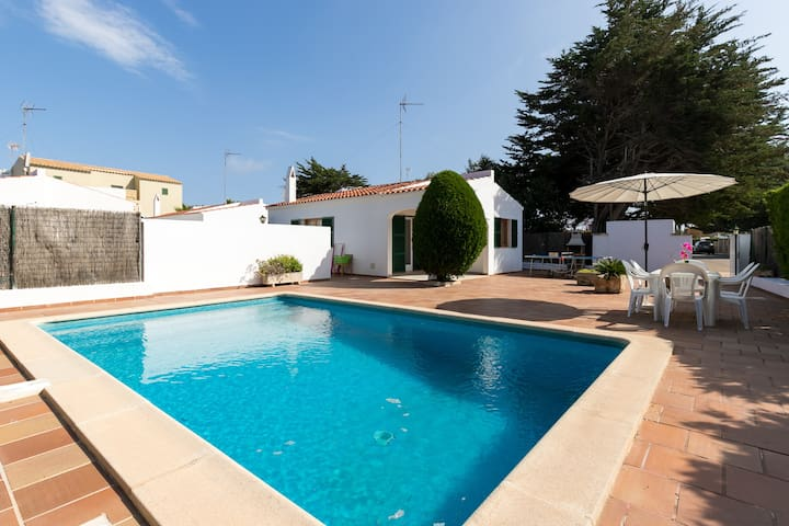 With a private pool and terrace - Villa Marineta 1