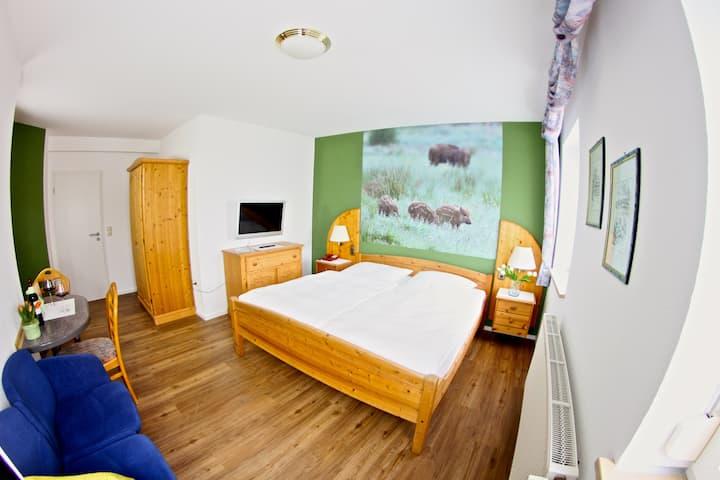Landhotel Jagdschloss (Windelsbach), Zimmer 12 - Frischling mit Waldblick