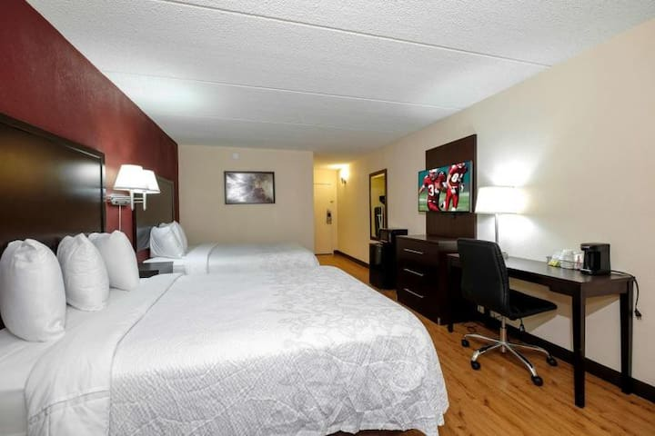 Close to Attractions. Cozy Unit for 4.Free Parking