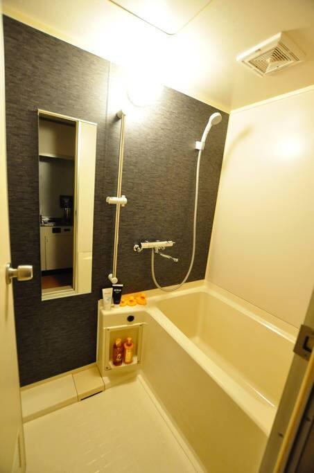 バストイレは別です。リノベーション済みのキレイなお風呂です。広めのお風呂なので疲れた体を癒して下さい。