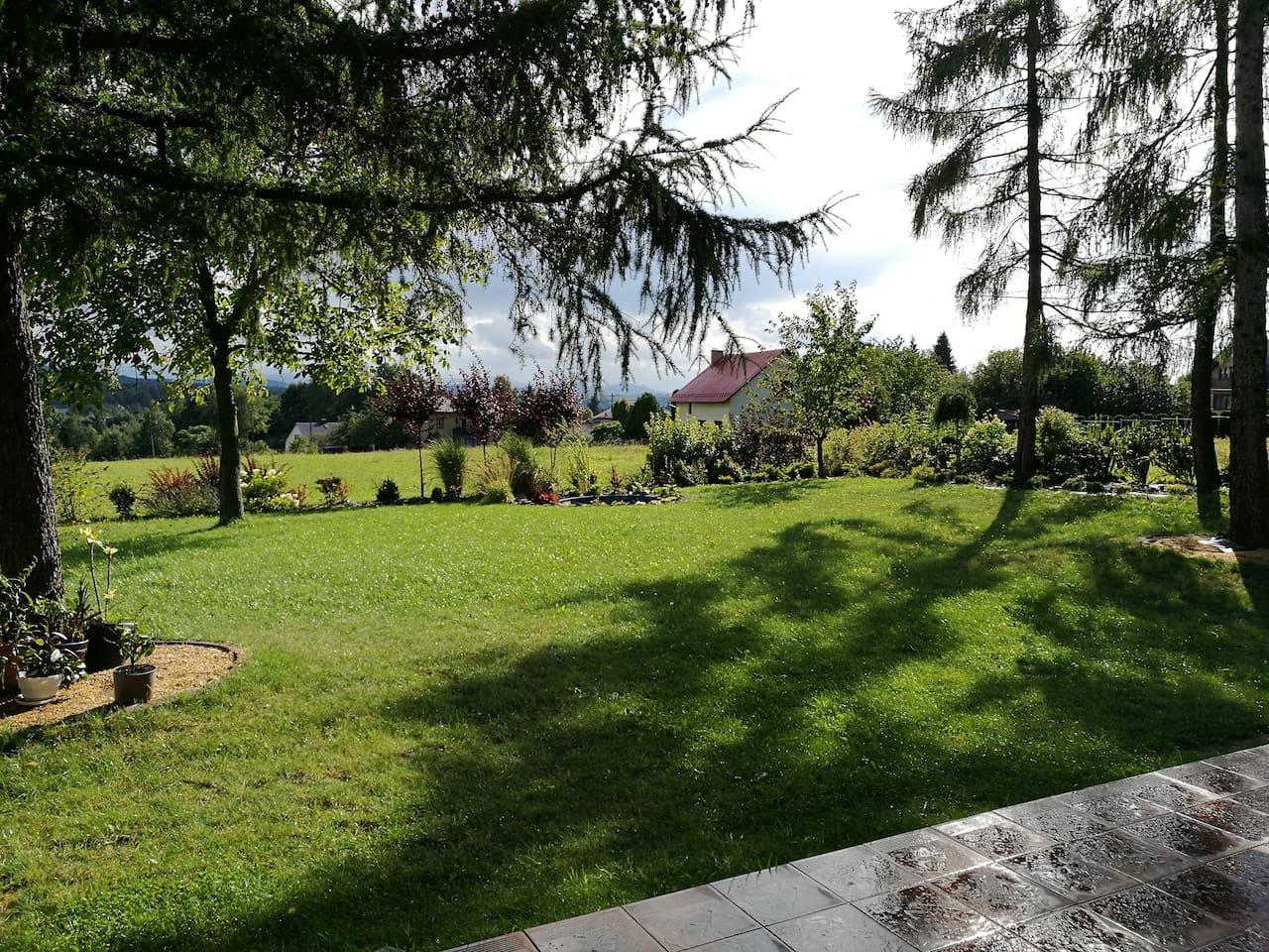 Garden (fireplace and gas bbq seasonally avaliable)