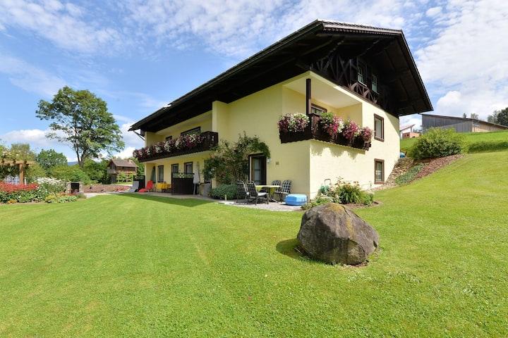 Gemütl. Ferienwohnung mit Terrasse in Drachselsried, Bayern