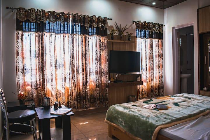 "Sunny Hills Homestay - ""The Clover"" 1 Room+Bath"