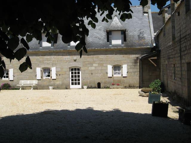 Ferme typique du Pays Bigouden - Plobannalec-Lesconil - Dom