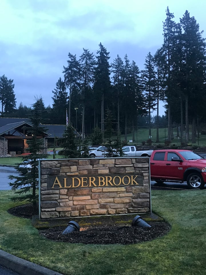 Resort living style at Alderbrook G & Y  club