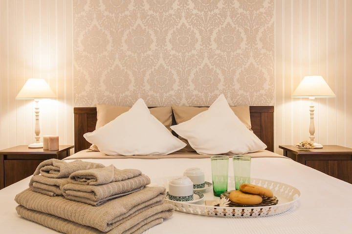 Next to Acropolis/Metro Classy private bedroom