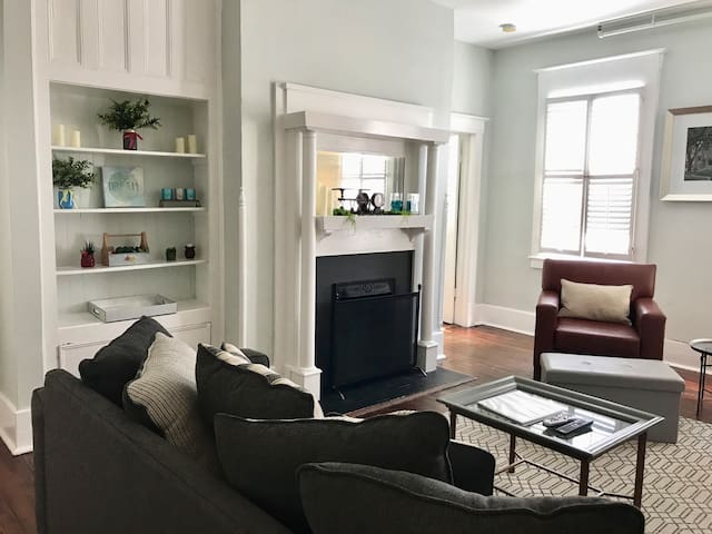 Downtown Condo Steps From Restaurants Galore