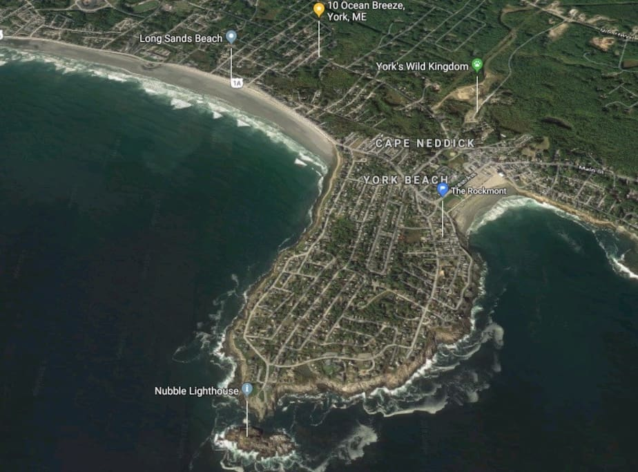 Google map showing the Rockmont pinned next to Short Sands Beach, with Long Sands Beach on left to the south.